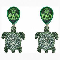 Kolczyki sztyftowe Mustique Sea Life Turtle, zielone, powłoka w odcieniu złota