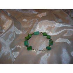 B-00003 Bransoletka na rękę z kostek masy perłowej