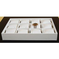 Biała, tacka z poduszkami i przegródkami do prezentacji bransoletek, zegarków itp.