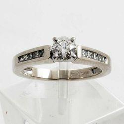 Złoty pierścionek z diamentami P1508